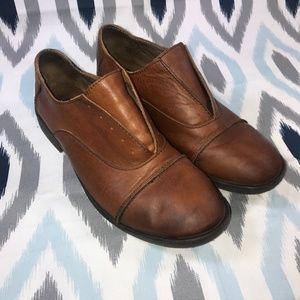 Born Forato Cap Toe Derby Shoes in Rust Cuoio